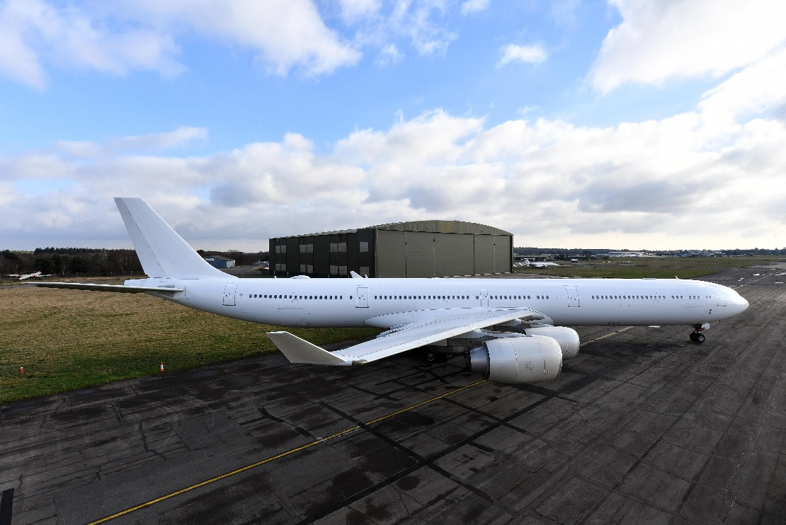 Airbus A340-642 (4)